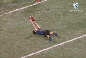Highlight: Young Arizona fan makes amazing catch during open spring practice