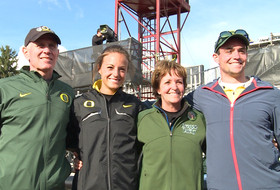 Oregon's Laura Roesler and her parents react to winning Scholar-Athlete of the Year award