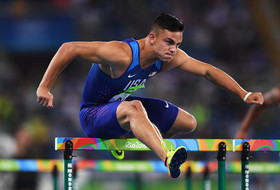 Roundup: Oregon WR Devon Allen advances to 110m hurdles semis