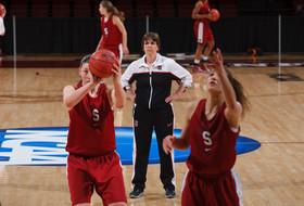 Stanford's Tara VanDerveer eyeing 900 wins