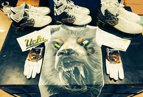 Pac-12 uniform watch: UCLA uncages bears on gloves, cleats