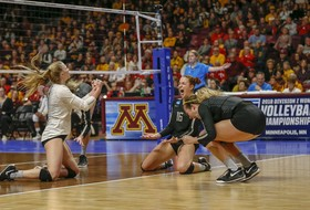 Highlights: No. 15 Oregon women's volleyball outlasts No. 2 Minnesota in wild second set, upsets Golden Gophers to advance to Elite Eight of NCAA Tournament for first time since 2012