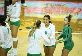 Recap: Oregon women's volleyball sweeps past UCLA to snap four-match skid