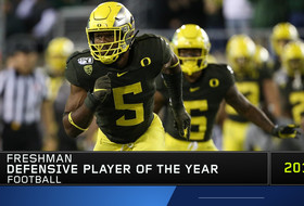 Oregon's Kayvon Thibodeaux wins Pac-12 Football Defensive Freshman Player of the Year after a dynamic season
