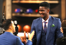 Roundup: Deandre Ayton turns $100 hoops camp investment into No. 1 pick at NBA Draft