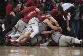 Roundup: Stanford's Daejon Davis hits a shot for the ages