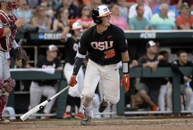 2018 College World Series: Oregon State stumbles against Arkansas in opening game of championship series