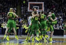 Roundup: Oregon women look to join Oregon men, Stanford women in Final Four