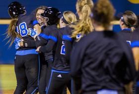 Roundup: UCLA softball 1 win away from Women's College World Series