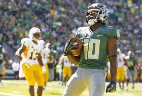 Former Oregon Ducks hoopster Johnathan Loyd scores his first touchdown