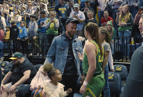 Stephen Curry takes in Sabrina Ionescu and Oregon's big night against Cal