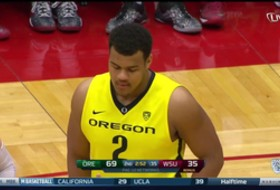 Video: Oregon's Arik Armstead, defensive lineman and forward, scores first career points