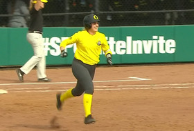 Highlights: April Utecht's seventh-inning homer lifts No. 19 Oregon softball past No. 8 LSU