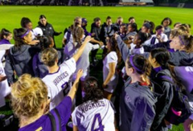 Washington latest top-25 team as Pac-12 women's soccer hits midpoint
