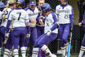 Pac-12 Softball, Washington eight weeks leading the nation