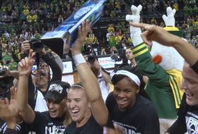 Oregon women's basketball celebrates Pac-12 regular season title