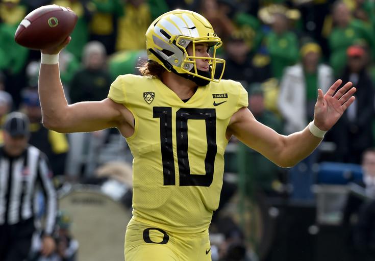 Roundup: Oregon's Justin Herbert to return for senior season