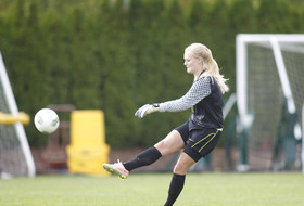 Former Oregon Goalkeeper Abby Steele Signs with Reign FC