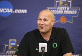 Graves Agrees To Extension With UO