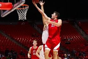 Battin Posts 19 Points in Night with the Utes