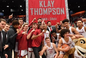 WSU wins on day it retires Klay Thompson's jersey