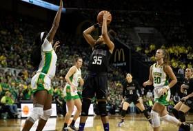 Washington Falls In Regular-Season Finale at No. 3 Oregon