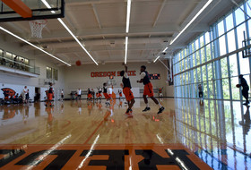 Men's Basketball Holds First Practice