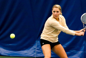 Tennis Drops 6-1 Match to No. 10 Stanford