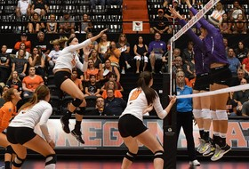 Beavers Give Scare to No. 1 Minnesota