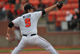 Wetzler Blanks Huskies, Beavers Take Series