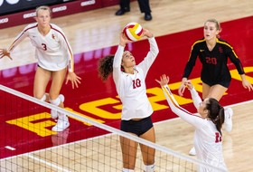 No. 20 Trojan Volleyball Sweeps Howard